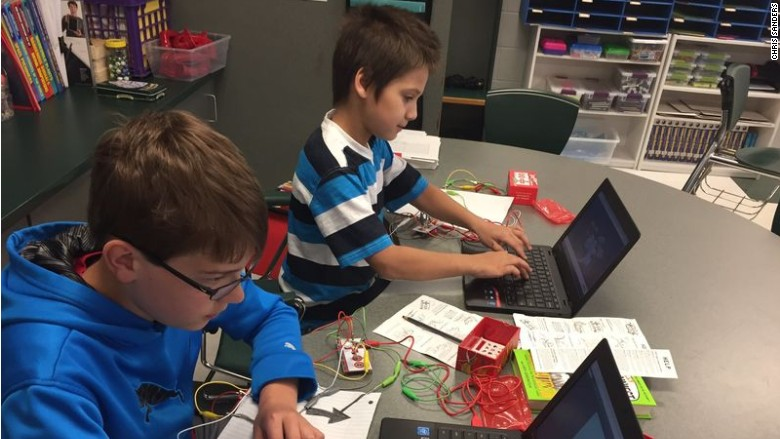 In cash-strapped schools, nonprofit gives kids tech training