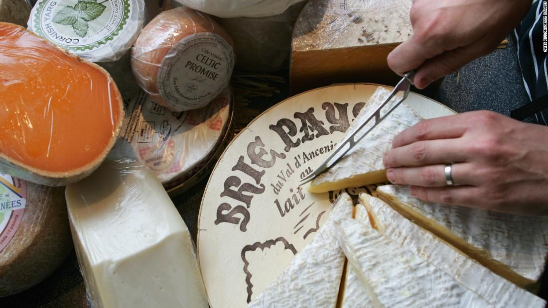 China lifts ban on stinky cheese imports
