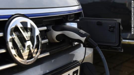 Volkswagen needs batteries that would fill 4 Gigafactories