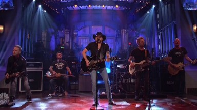 Jason Aldean opens 'SNL' playing Tom Petty's 'I Won't Back Down'