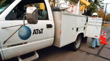 AT&T promises $1,000 bonus to workers after tax overhaul