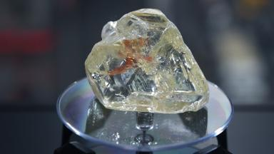 Huge 'peace diamond' fetches a disappointing $6.5 million