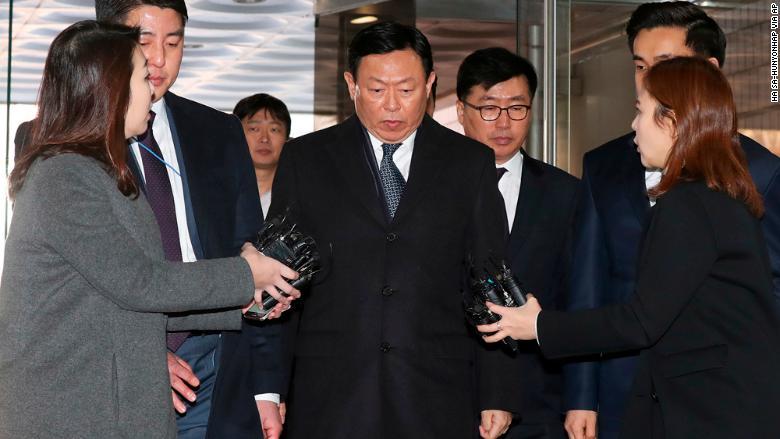 Lotte: Billionaire boss jailed for 30 months for bribery in South Korea