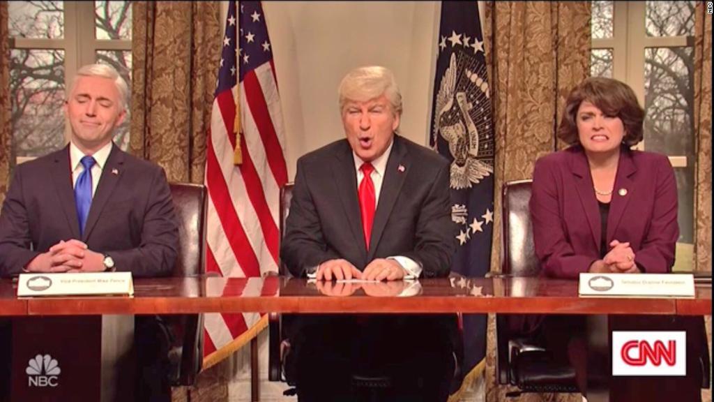 Baldwin's Trump addresses gun control on 'SNL'