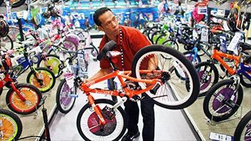 31,000 Toys 'R' Us employees: No job and no severance