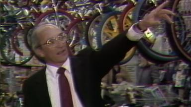 Toys 'R' Us founder dies at 94