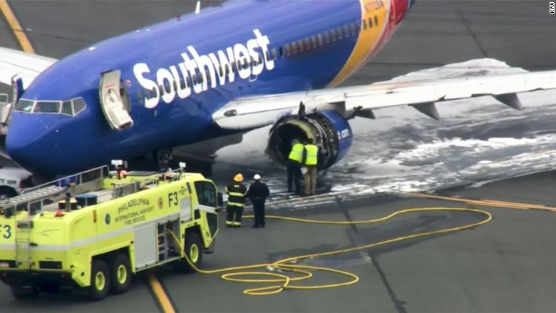 Southwest plane makes emergency landing - Video - Business ...