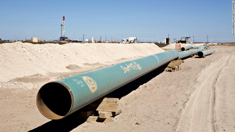 America S Biggest Oilfield Is Running Out Of Pipeline