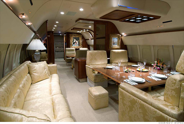 inside donald trump 39 s private jet dining room 2. Black Bedroom Furniture Sets. Home Design Ideas