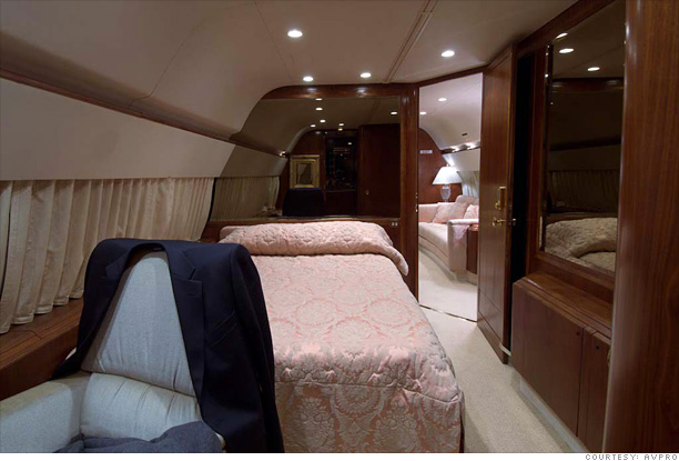 inside donald trump s private jet bedroom 6 cnnmoney com