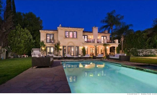 Tori Spelling S Home For Sale Pool 9 Cnnmoney Com