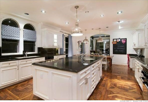 Tori Spelling'S Home For Sale - Gourmet Kitchen (2) - Cnnmoney.Com
