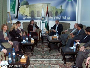 Khaled Meshaal (center right) meets British and EU lawmakers, headed by Clare Short (center left), in Damascus on Saturday.