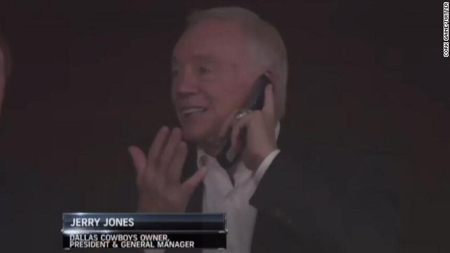 Jerry Jones, owner of the Dallas Cowboys, was spotted recently with an old school flip phone. Cork Gaines, a writer for Business Insider, posted this screen grab on Twitter.