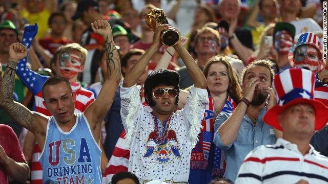 """Mais de 11 milhões de pessoas assistiram ao primeiro jogo da Copa do Mundo dos Estados Unidos, tornando o evento um recorde de cobertura do torneio pela ESPN.  A FIFA disse que esses números mostram um crescimento encorajador no interesse de um país que se refere ao esporte como """"futebol."""""""