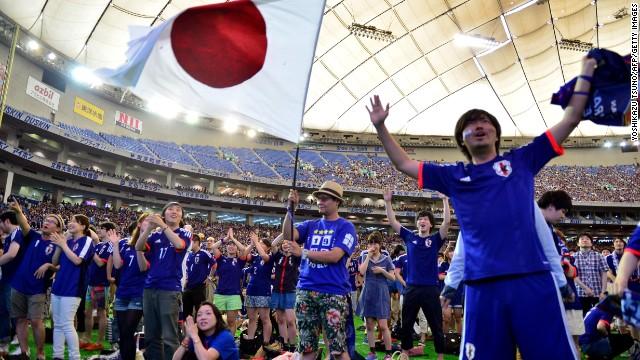 A transmissão japonesa da NHK do jogo contra a Costa do Marfim recebeu 34,1 milhões de espectadores, quase o dobro do número do segundo maior evento esportivo da rede em 2014. O futebol no Japão se tornou muito popular depois de ser co-anfitrião do evento de 2002.