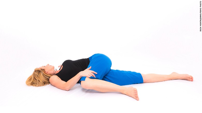 This pose also increases blood flow in the pelvis and abdomen, enhances mid-back mobility and opens the chest.<br />