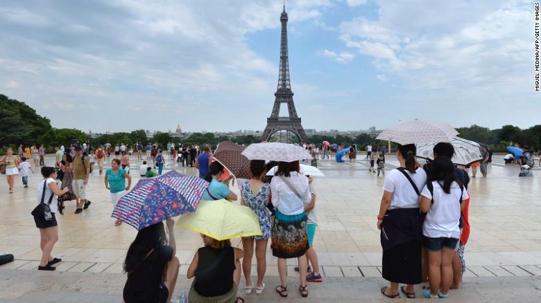 ปารีส & # 39; & lt; a href ใหม่ = & quot; http: //edition.cnn.com/2015/05/30/travel/paris-love-locks-bridges-feat/