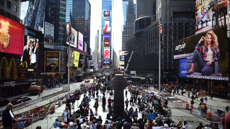 นิวยอร์กคาดว่าจะวาด 12,270,000 นักท่องเที่ยวจากต่างประเทศในปี 2015 เป็นเมืองที่มียอดผู้เข้าชมในการใช้จ่ายในทวีปอเมริกาเหนือ ($ 17400000000)