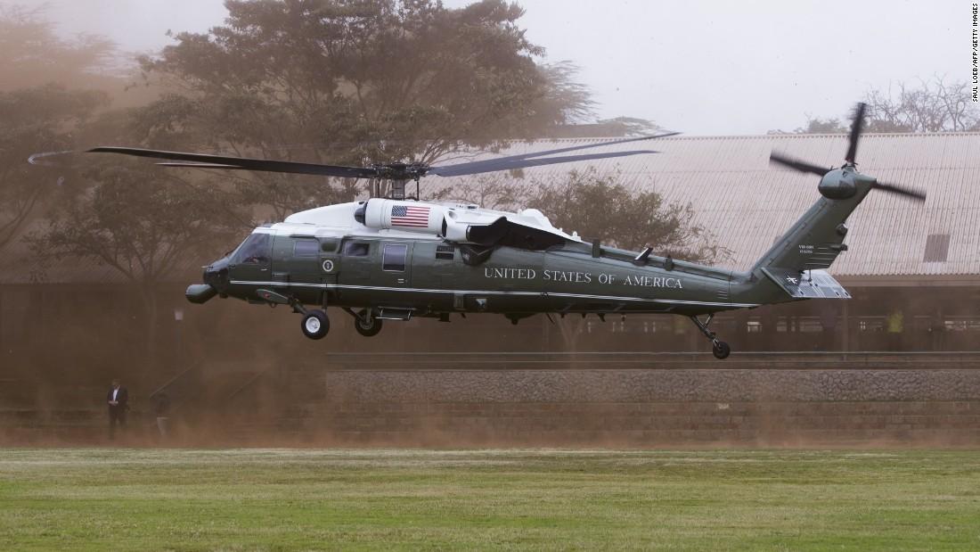 Obama llega a bordo de un Marinas en la Cumbre Global Entrepreneurship en el recinto de las Naciones Unidas en Nairobi el 25 de julio.
