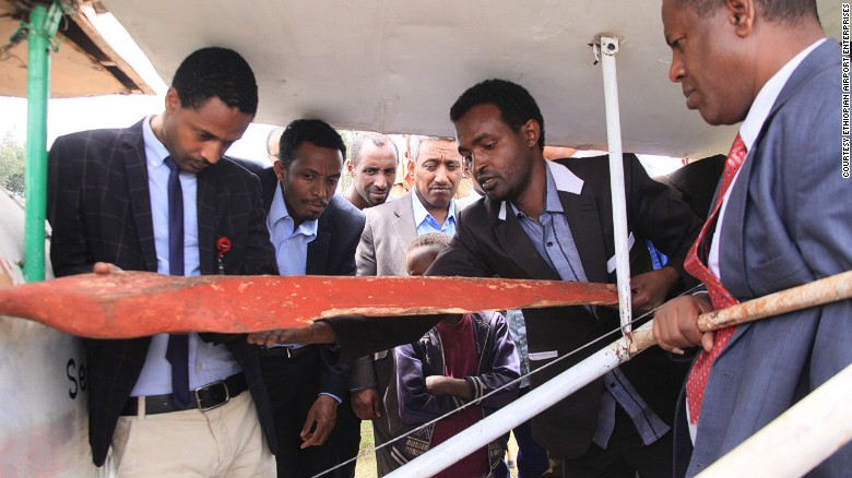 Zeferu shows a deligation from the government the propellor which scuppered his first attempt in June