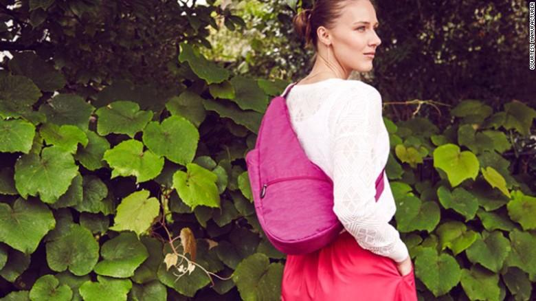 Cette sacoche en forme de larme est conçue pour répartir le poids sur le dos et aider à améliorer la posture.