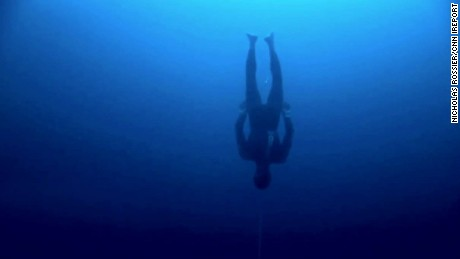 Freediver William Trubridge breaks 2 world records