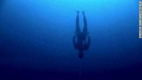 Freediver William Trubridge breaks 2 world records