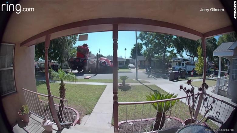 Image for CAUGHT ON VIDEO: Crane collapse injures 1 in California