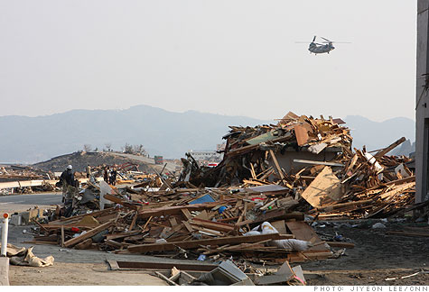 japan_earthquake_minamisanriku_rescuers.gi.top.jpg