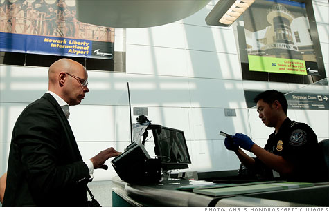 Feds look to shorten airport customs waits