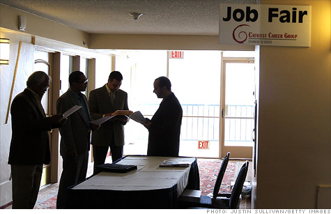 Initial claims for unemployment benefits fell to 409,000 in the week ending Aug. 27, the Labor Department said Thursday.