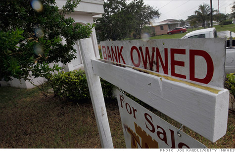 Steady decline in foreclosure filings comes to end with jump in third quarter, according to the Mortgage Bankers Association. But that's despite a drop in delinquencies.