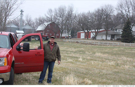 Farmers are suffering along with traders as customer accounts remain frozen at bankrupt brokerage MF Global.