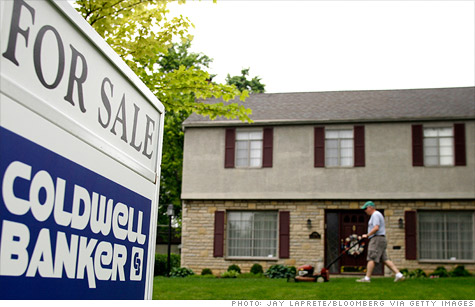 Several housing experts are predicting that this year will be the last chance for home buyers to cash in on the weak housing market.