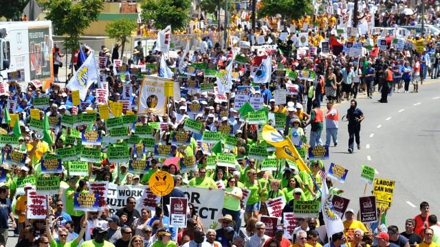 Wal Mart Warns Workers On Black Friday Strike