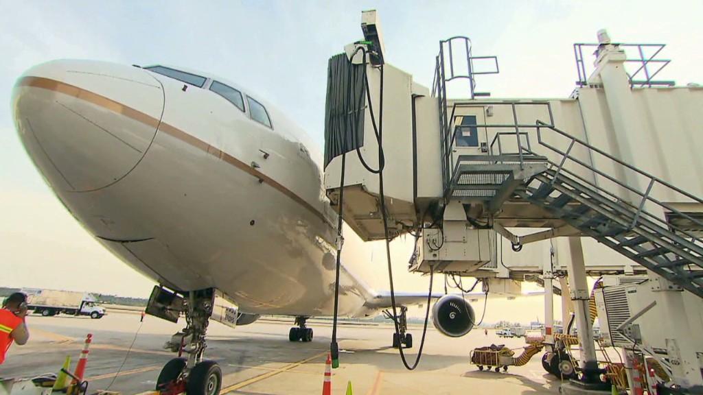 Airline pit crews race the clock
