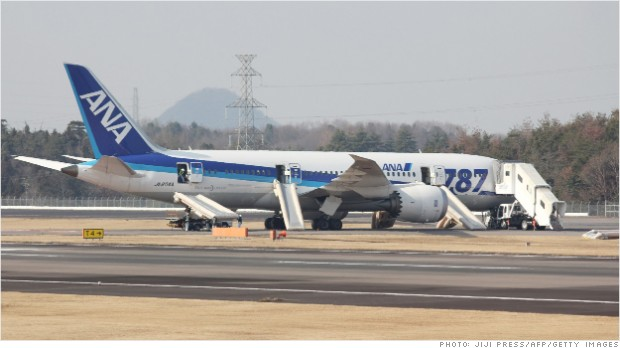 Takamatsu repülőterére hajtottak végre kényszerleszállást az ANA Boeing 787-es repülőgép pilótái. Ez már a sokadik eset igen rövid idő alatt. (Fotó: Jiji Press/AFP/Getty Images) | © AIRportal.hu