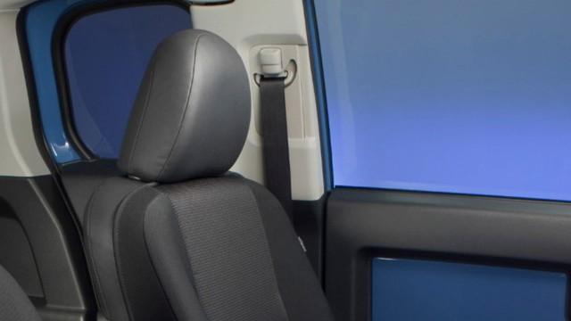 Toyota Recalling 200 000 Fj Cruisers For Seatbelt Issue