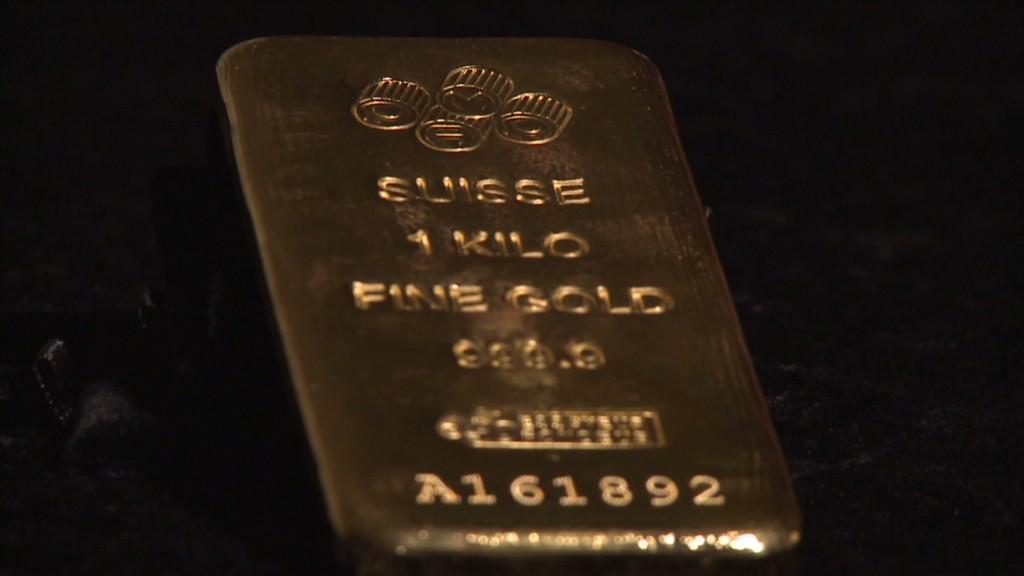 Gold pops due to weak dollar