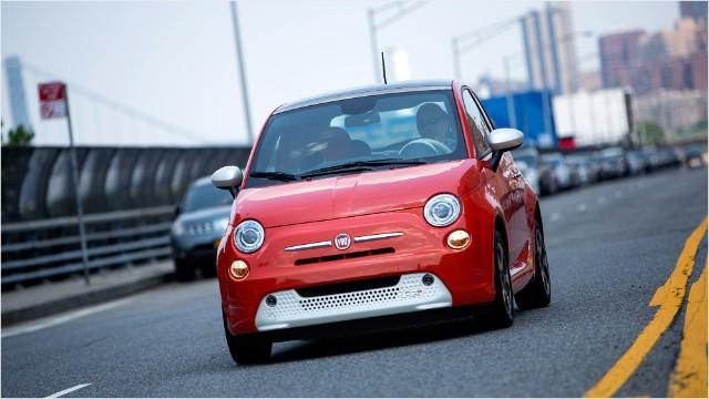 Fiat Electric Car >> Fiat S Tiny 500e Electric Car Is A Big Hit