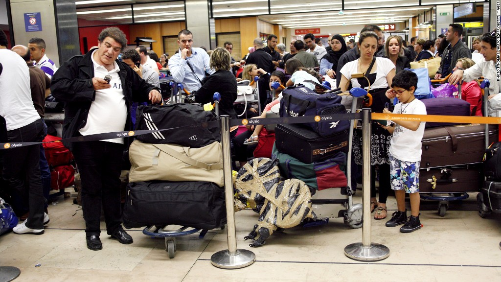 airport luggage lines