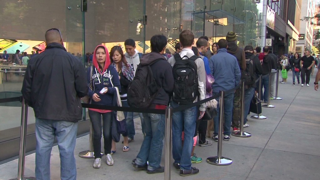 iPhone fans wait for hours for the new 5S