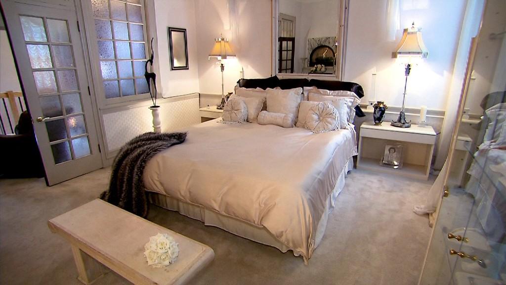 unique homes bank bedroom