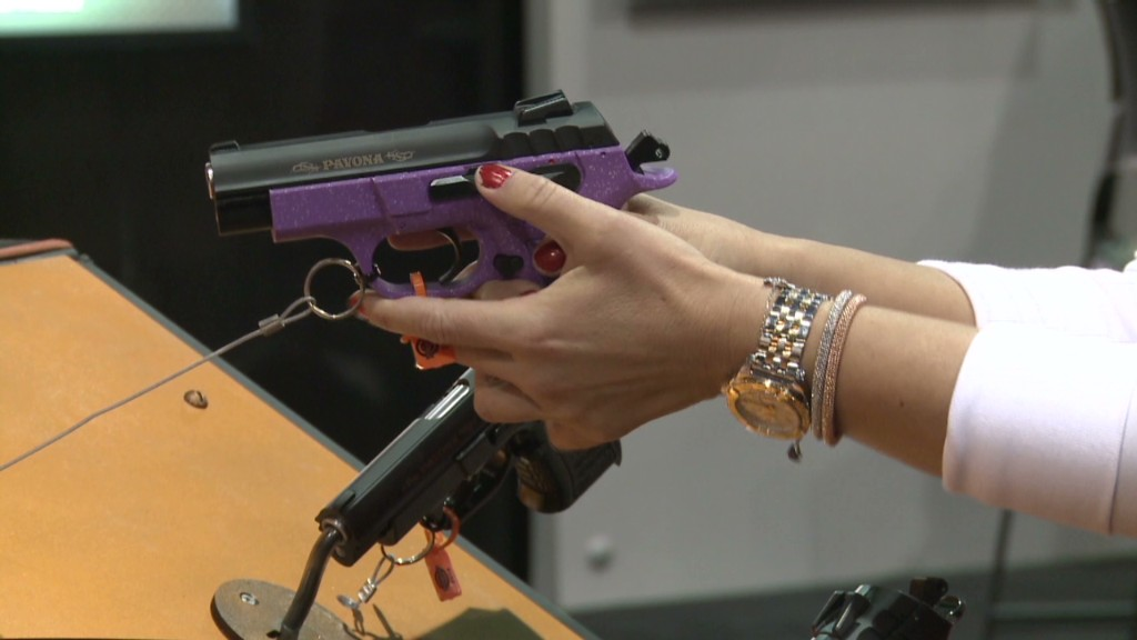 Gun industry courts women with pink guns