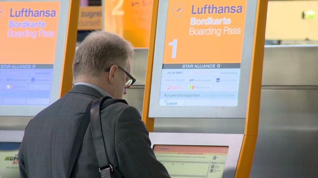 Lufthansa pilots strike, grounding planes