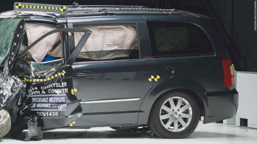 Minivans fail IIHS crash test