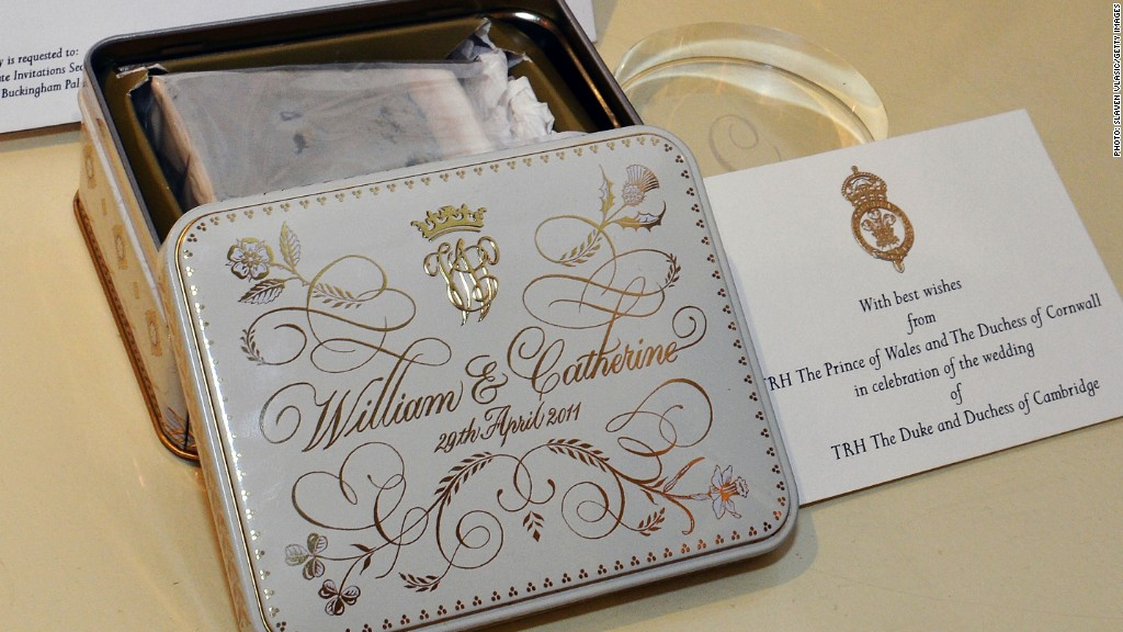 william and kate wedding cake flavors royal family auction a of cake from wililam and 27486