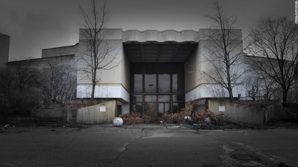 mall demolition