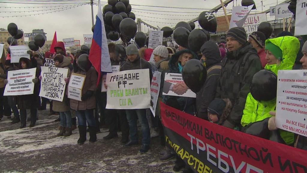 Russia: Ruble plummets, mortgages skyrocket